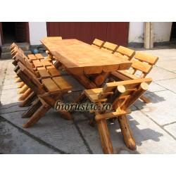 Masa masiva cu 8 scaune